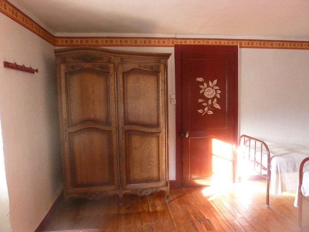 Chambre_rouge_2eme_etage.jpg